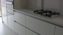 кухни с встроенными ручками